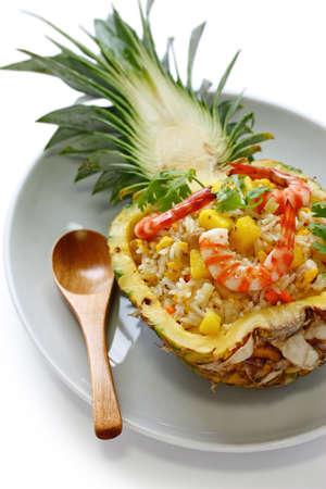 hawaiana: piña arroz frito