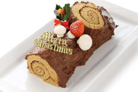 comida de navidad: casero buche de noel, chocolate yule log torta de la Navidad Foto de archivo