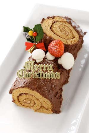 yule log: homemade buche de noel, chocolate yule log christmas cake Stock Photo
