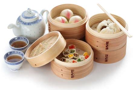 bollos: yumcha, dim sum en vapor de bambú, cocina china Foto de archivo