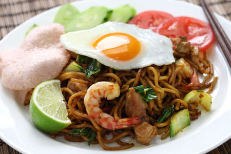 goreng: mie goreng, mi goreng, indonesian cuisine, fried noodles with chicken, prawn and pak choi
