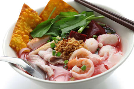 yen ta fo, rice noodles in pink soup, thai cuisine