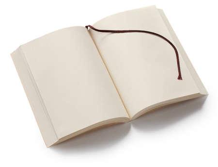paperback: aperto brossura vuoto con segnalibro isolato su sfondo bianco