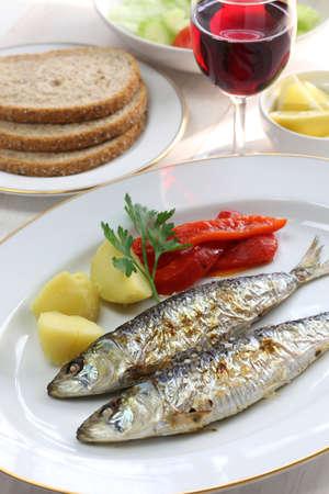 sardinas: sardinhas assadas, carb�n sardinas asadas, comida portuguesa