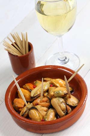 cazuela: mejillones en escabeche, marinated mussels, spanish cuisine Stock Photo
