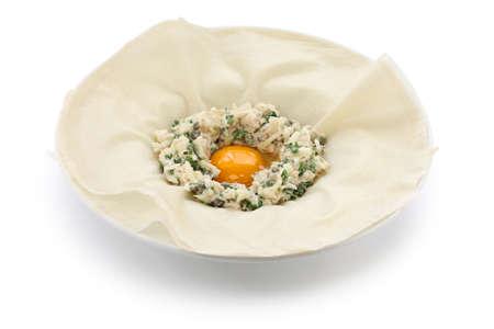 omzet: brik voor frituren, ei en tonijn omzet, Tunesisch voedsel Stockfoto