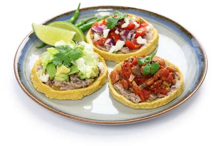 comida gourment: sopes, plato tradicional mexicano Foto de archivo