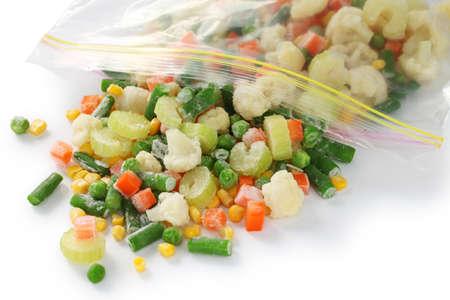 냉장고 부대에있는 집에서 만든 냉동 야채 스톡 콘텐츠