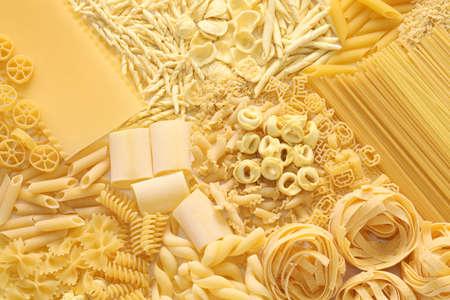 comida italiana: surtido pastas, alimento italiano