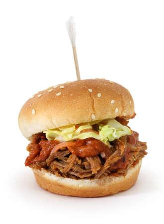 hamburguesa: barbacoa sac� deslizantes de cerdo aislado en fondo blanco