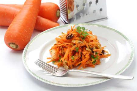 queso rallado: ensalada de zanahoria rallada y rallador