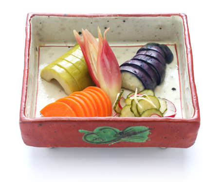 PICKLES: tsukemono, casera encurtidos japoneses surtido, comida tradicional japonesa