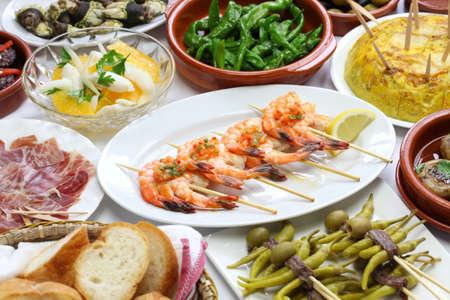 tapas españolas: bar de tapas españolas variedad de alimentos Foto de archivo