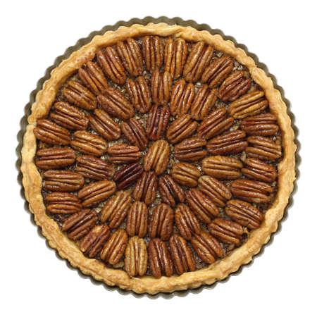 pecan pie: pastel de nuez casero aislado en el fondo blanco