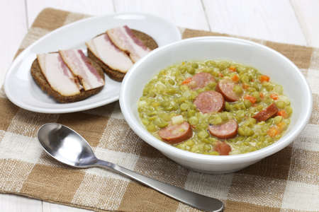 erwtensoep, pea soup, traditional dutch cuisine 版權商用圖片