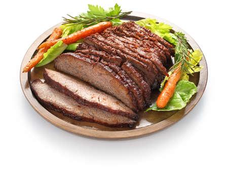 バーベキュー牛肉のブリスケットが白い背景で隔離 写真素材