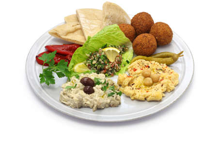hummus, falafel, baba ghanoush, tabbouleh and pita, middle eastern cuisine Banque d'images