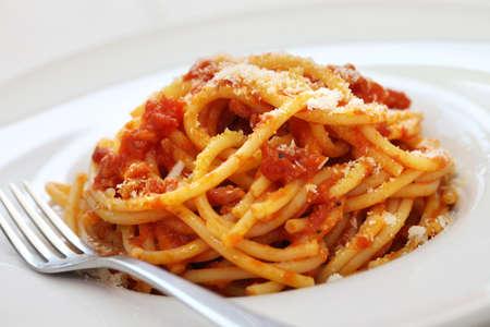 イタリアのトマトソースのパスタ、アマトリチャーナ 写真素材