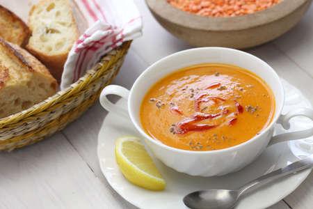 빨간 렌즈 콩 수프, mercimek corbasi 터키 요리