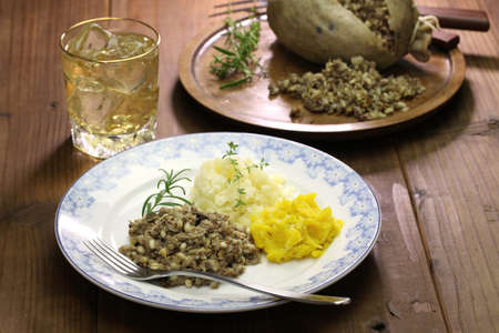 haggis neeps tatties en Schotse whisky, schotland traditioneel eten