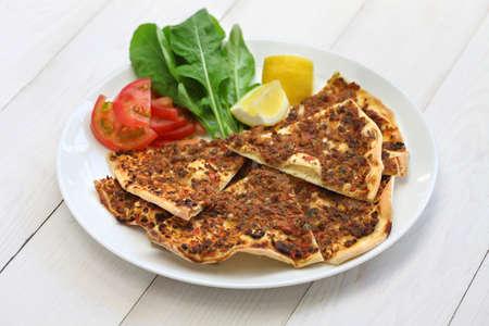 carne macinata: turco pizza di carne macinata, lahmacun Archivio Fotografico