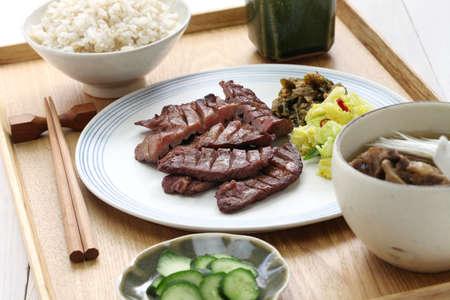 carne asada: carne a la parrilla lengua establecer comida, Sendai Gyutan teishoku, comida japonesa