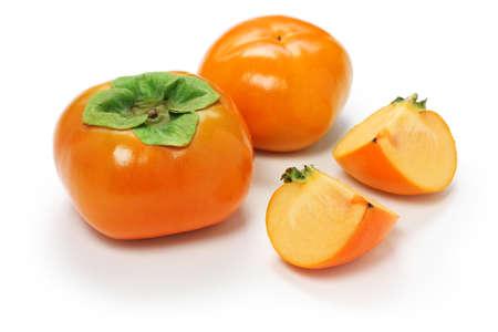 次郎柿、白い背景の上のカキ