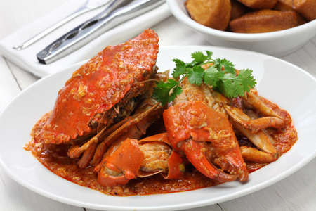 cangrejo: cangrejo de barro de chile con mantou frito, cocina singapur