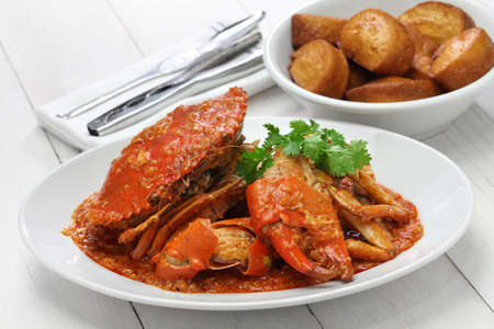 singapore chili crab with fried mantou 스톡 콘텐츠