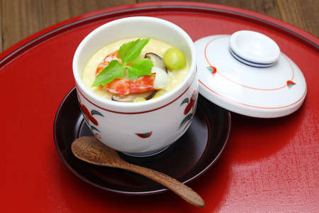 Al vapore crema all'uovo, chawanmushi e cibo giapponese Archivio Fotografico - 46873456