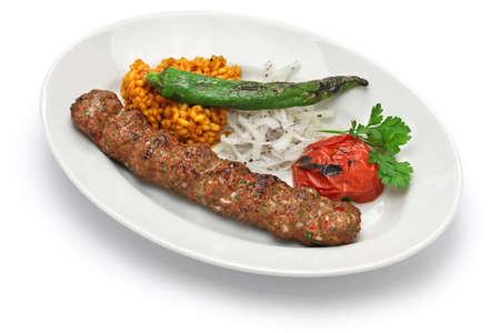 pinchos morunos: kebab de carne picada, Adana kebab y comida turca Foto de archivo
