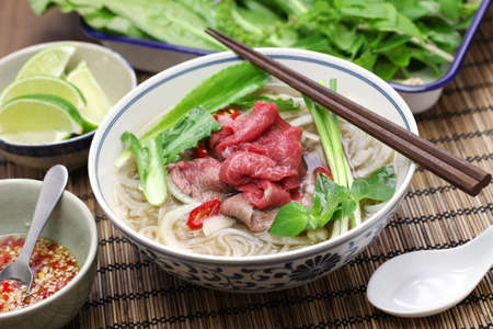 santa cena: bo Pho, carne arroz sopa de fideos vietnamita Foto de archivo