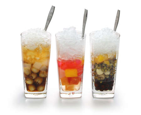 summer fruits: Che, vietnamese cold sweet dessert soup