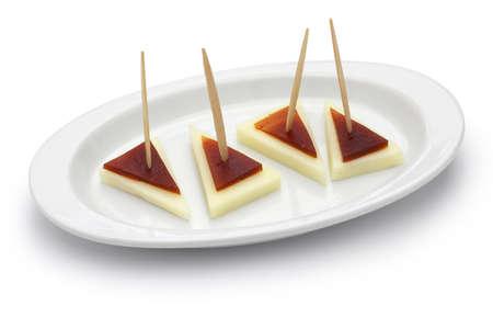 membrillo: pinchos de tapas español y queso y membrillo machego