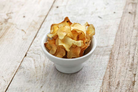 jerusalem artichoke: homemade jerusalem artichoke chips isolated Stock Photo