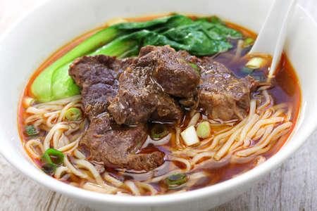 ternera sopa de fideos, cocina china-taiwanesa