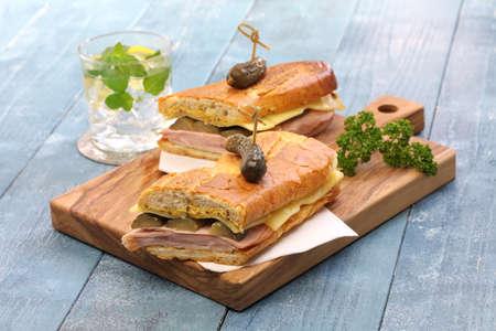 bocadillo: Sándwich cubano mezcla cubana, jamón y queso de pasta prensada sándwich