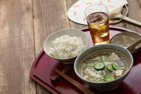 Kalte Sommerküche : Hiyajiru kalte miso suppe mit gerste reis japanische