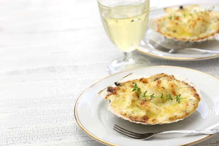 jacques: coquilles saint jacques gratin, french scallop cuisine Stock Photo