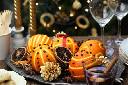table decoration: Orange pomander balls, christmas table decoration