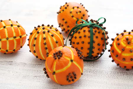 clove orange pomander balls, homemade christmas gift