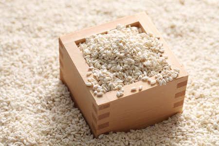 japanese sake: arroz malteado, comida japonesa fermentación