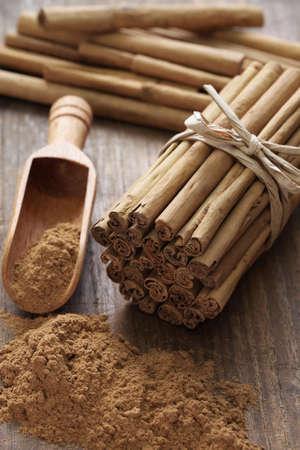 cinnamomum: ceylon cinnamon sticks and powder