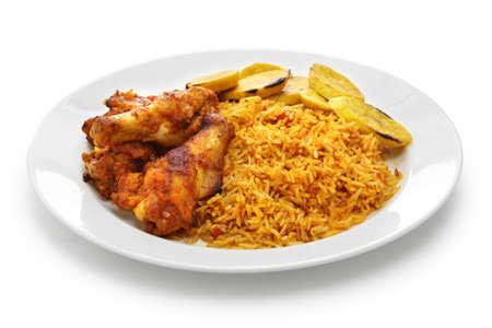 닭고기와 튀긴 된 질경이를 가진 jollof 쌀, 서 아프리카 요리