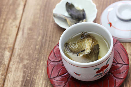 Fugu no hirezake, japonés blowfish aletas caliente sake bebida