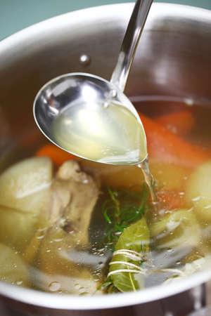 utensilios de cocina: making chicken soup stock Semois river in a pot