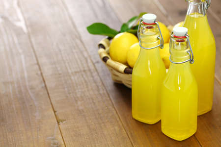 homemade limoncello, italian traditional lemon liqueur Foto de archivo