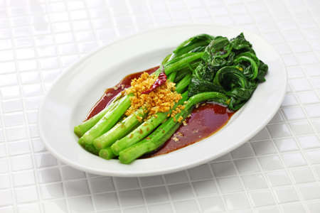Choy sum stir fry with oyster sauce and garlic, chinese cuisine 免版税图像