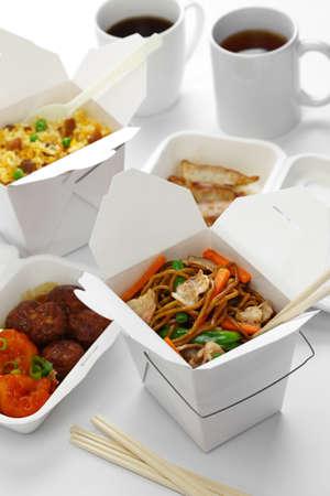prendre de la nourriture chinoise à l'heure du déjeuner