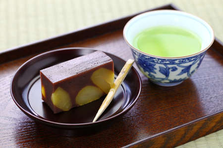 traditional Japanese confection, yokan kuri mushi, steamed sweetened adzuki bean paste with chestnuts 免版税图像